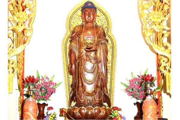 Gỗ đàn hương tạc tượng Phật
